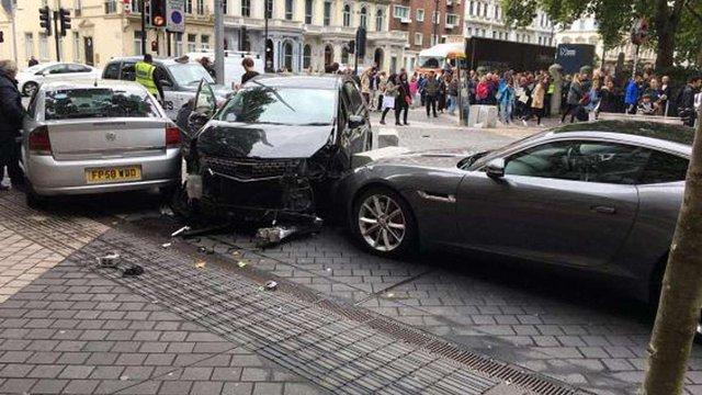 Від наїзду автомобіля в Лондоні постраждали 11 людей