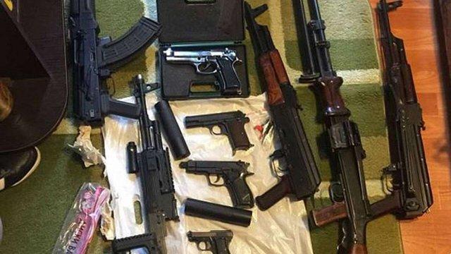Київські поліцейські виявили підпільний склад зброї