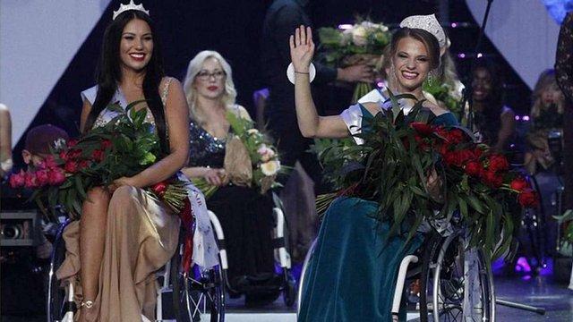 Дівчина з Білорусі перемогла у першому світовому конкурсі краси для дівчат на візках