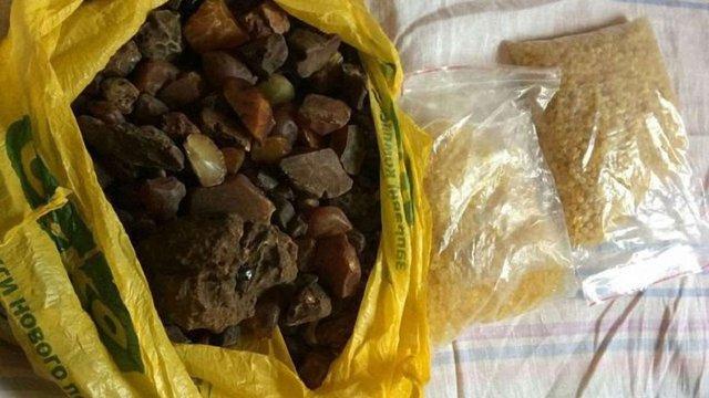 У Рівненській області правоохоронці вилучили наркотиків на ₴1,5 млн і 80 кг бурштину