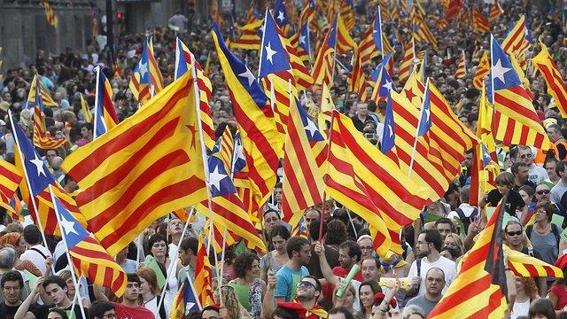 Іспанський уряд висунув Каталонії ультиматум для пояснень щодо незалежності