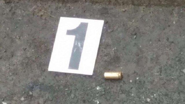 У Києві невідомі в масках під час пограбування вистрілили чоловіку в живіт