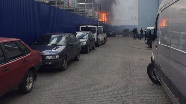 У Львові на складах будівельного супермаркету «Епіцентр» виникла пожежа