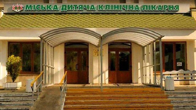 23-річний чоловік розгромив приймальне відділення дитячої лікарні у Львові і побив лікарів