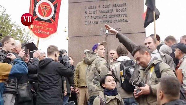 У Києві правоохоронці затримали чоловіка за нацистське вітання