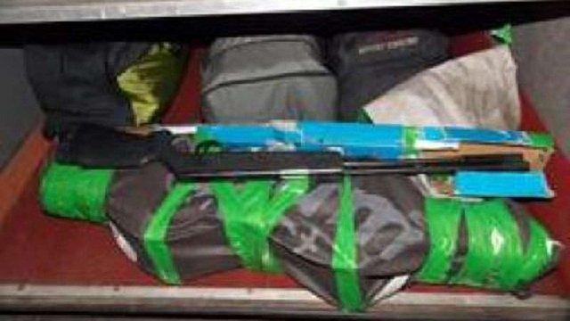 Українці намагались незаконно вивезти до Польщі пневматичну зброю