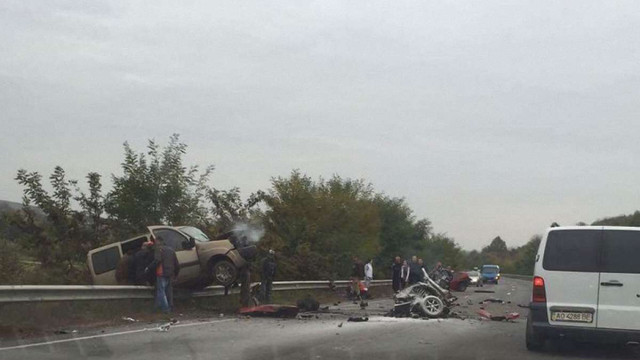У ДТП біля Ужгорода автомобіль ВАЗ розірвало навпіл
