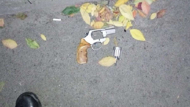 У Львові чоловік погрожував перехожому пістолетом