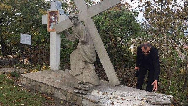 У Львові вандали втретє пошкодили стації Хресної Дороги на Високому Замку