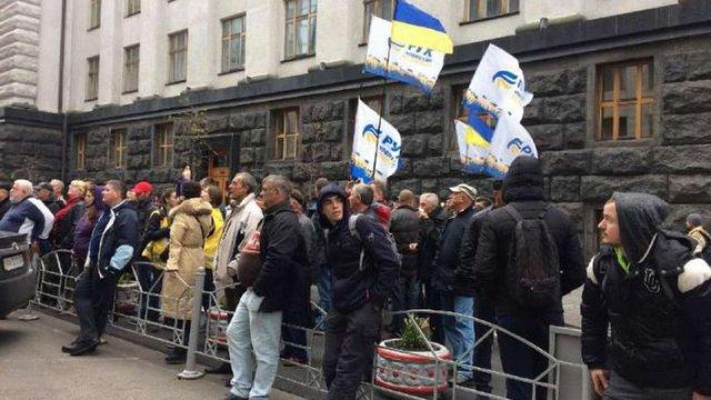 Протестувальники заблокували виходи з Верховної Ради і парламентських комітетів