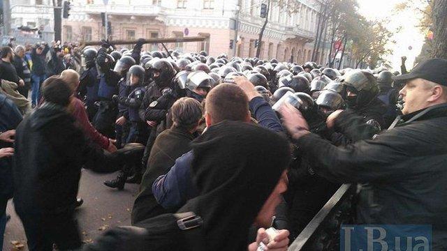 Поліція штурмувала наметове містечко протестувальників біля парламенту