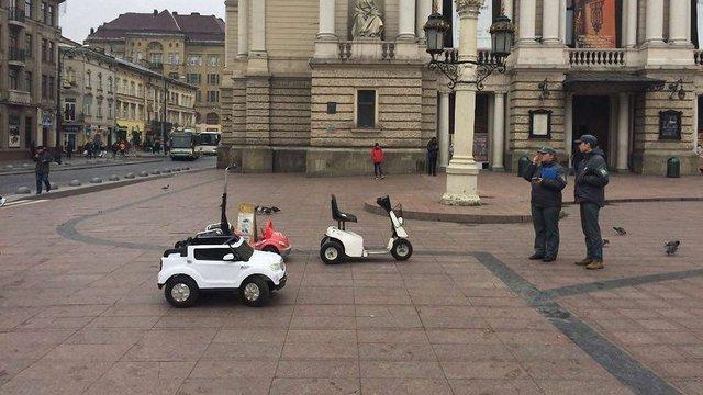 Виконавча служба вимагає віддати машинки, вилучені з нелегального прокату в центрі Львова