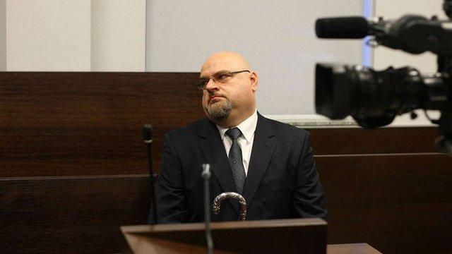 Суд оштрафував поляка, який зірвав український прапор в школі і назвав українців убивцями