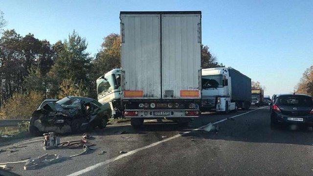 На об'їзній дорозі Львова унаслідок ДТП з вантажівкою загинув чоловік
