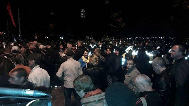 У Києві активісти з криками «Петро, виходь» пікетували Адміністрацію президента