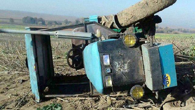На Хмельниччині трактор на полі смертельно травмував дитину