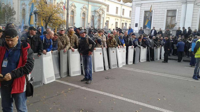 Бійці добровольчих батальйонів взяли відповідальність за проведення подальших протестів під ВР