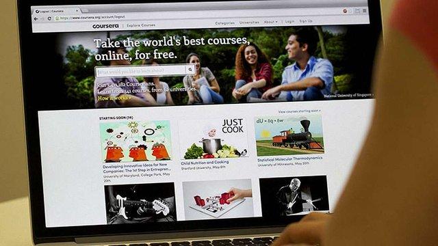 Освітній портал Coursera запустив повноцінні безкоштовні курси навчання професіям