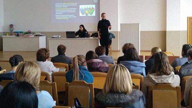 Львівські патрульні обговорили з психологами та педагогами методи протидії насильства у школах