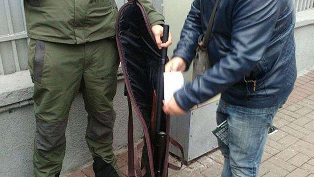 У Києві чоловік із зброєю намагався потрапити на акцію під Верховною Радою