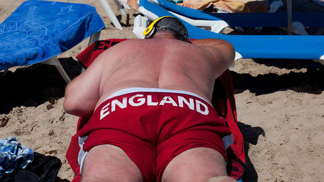 Британські туристи заради грошей масово симулювали отруєння на курортах в Іспанії