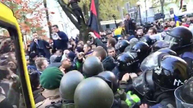 Біля Верховної Ради сталася сутичка між прихильниками Саакашвілі та поліцією
