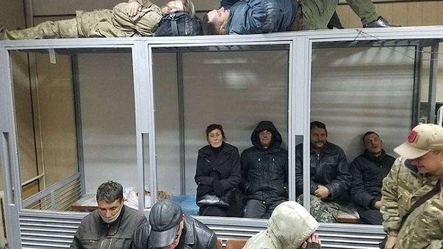 Прихильники лідера «Добровольчого руху ОУН» Миколи Коханівського забарикадувалися у суді