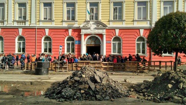 11 ужгородських школярів отруїлися розпиленим у школі сльозогінним газом