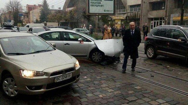 Екс-мер Львова Любомир Буняк з дружиною потрапили у ДТП
