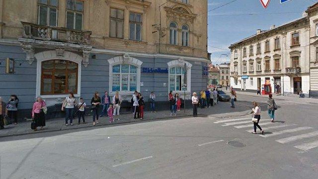 У Львові на вул. Шота Руставелі перенесуть тролейбусну зупинку