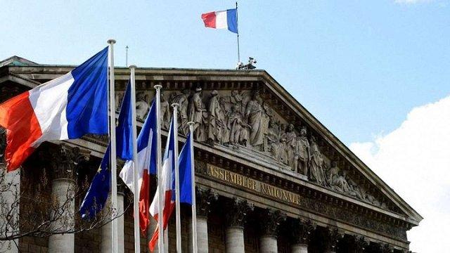 Парламент Франції скоротив податок на багатство на 70%