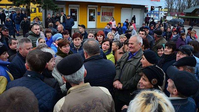 У Дрогобичі мешканці перекрили дорогу через підвищення вартості проїзду у маршрутках
