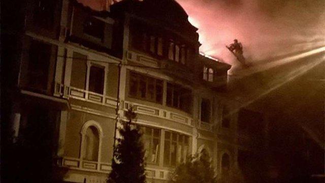 У Києві сталася масштабна пожежа в гуртожитку для переселенців