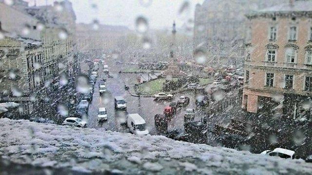 Гідрометцентр попередив про снігопади з хуртовинами у Західній Україні
