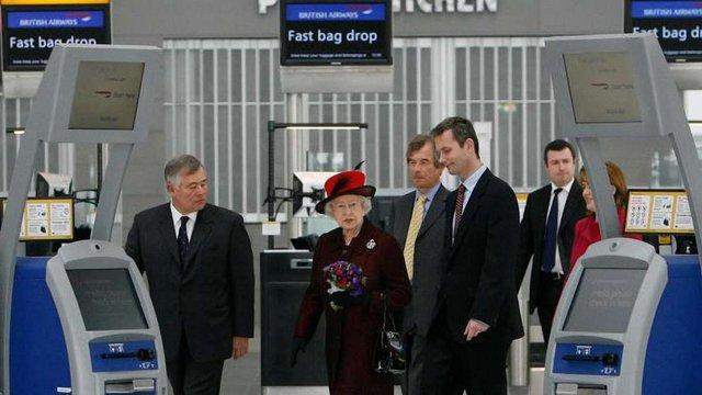 У Лондоні перехожий знайшов флешку з секретною інформацією про подорожі Єлизавети ІІ