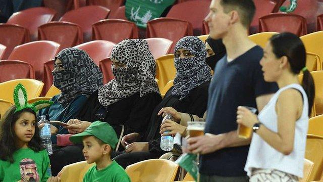 У Саудівській Аравії жінкам дозволили відвідувати три стадіони країни