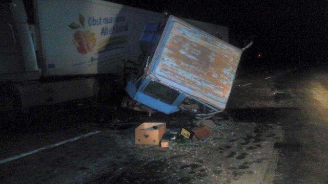 Біля Львова зіткнулися вантажівка і трактор