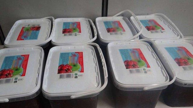Українці намагалися ввезти у Польщу 64 кг тютюну у контейнерах із варенням