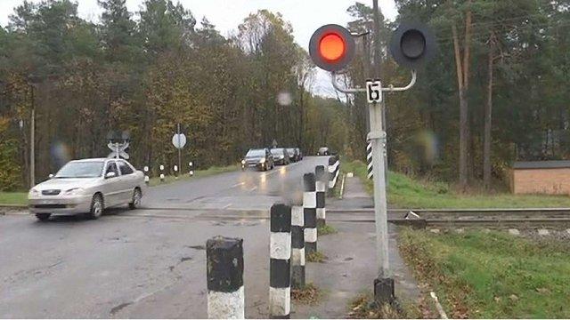 «Львівська залізниця» пояснила, чому на переїзді у Брюховичах часто спрацьовує червоний сигнал