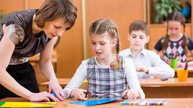 З нового року вчителям підвищать зарплати на 20-30%