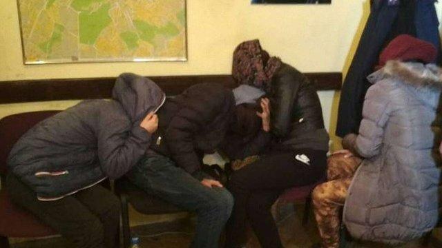 У центрі Львова поліція затримала п'ятьох ромів, які вкрали гаманець у туристки
