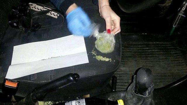 Львівські патрульні вночі затримали водія з пакетом марихуани