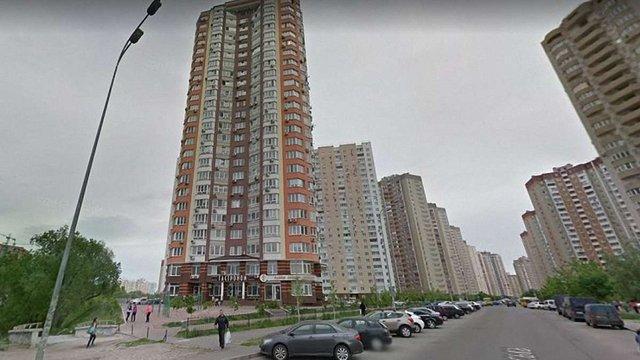 В Києві на рівні 16-го поверху обірвався ліфт з жінкою і дитиною всередині