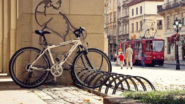 Львівська мерія вирішила пересадити чиновників на велосипеди
