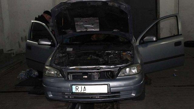 У пункті пропуску «Краковець» затримали два автомобілі із контрабандними сигаретами