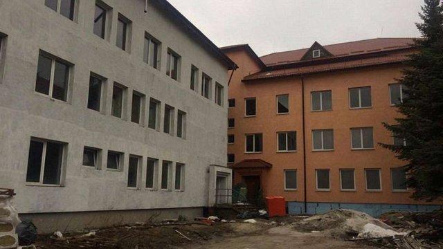 Гройсман пообіцяв виділити кошти на обладнання  для перинатального центру у Львові