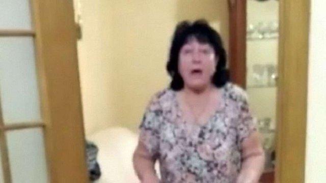 З'явилося відео, як свекруха голови НАЗК замкнула у квартирі детектива НАБУ