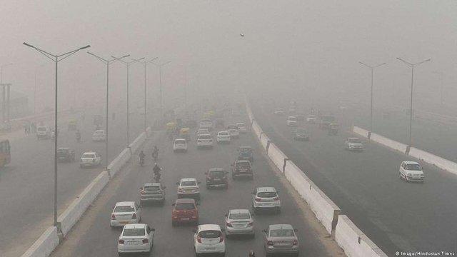 Рівень забрудненості повітря у столиці Індії перевищив норму у 45 разів