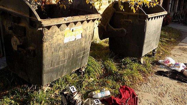 Жінці, що викинула новонароджену дитину на смітник у Солонці, оголосили підозру