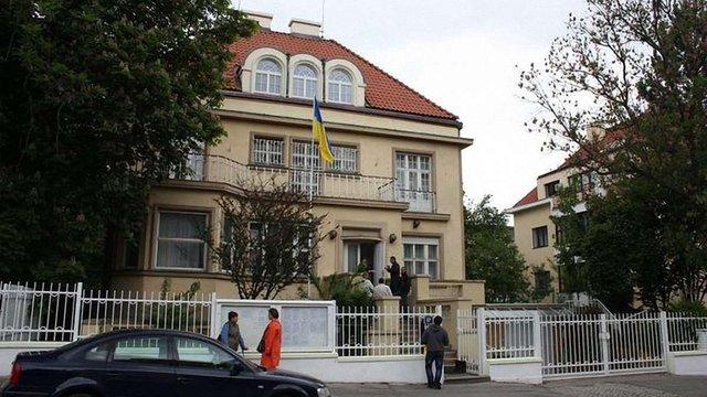 Посольство України у Чехії повідомило про перехід на систему онлайн-запису відвідування